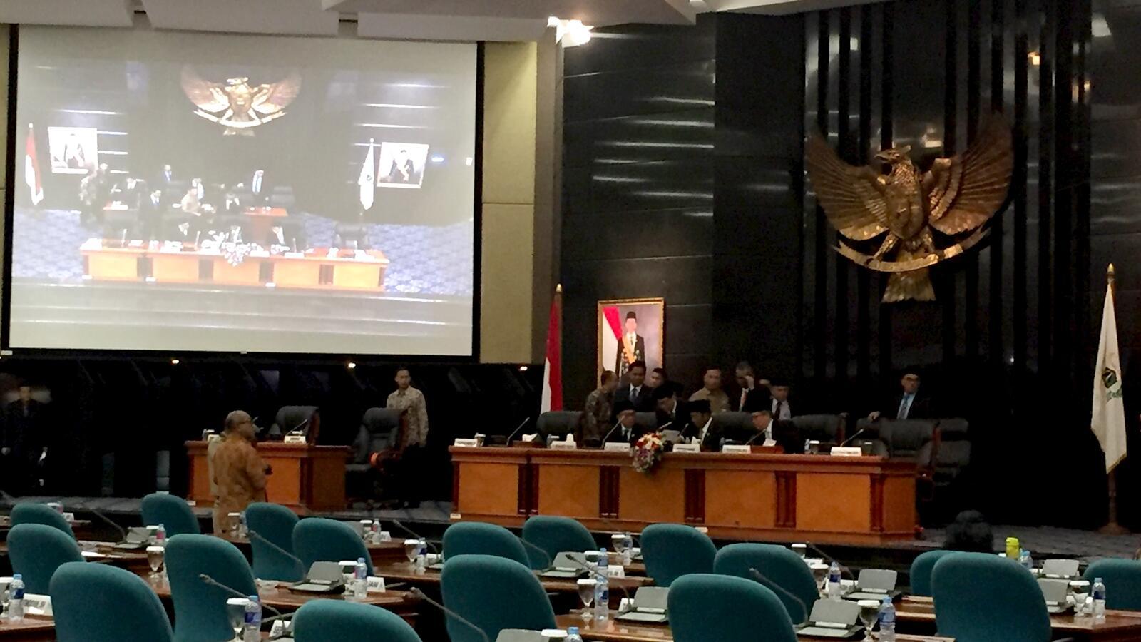 Anies-Sandi Hadiri Rapat Paripurna DPRD DKI Bahas Raperda