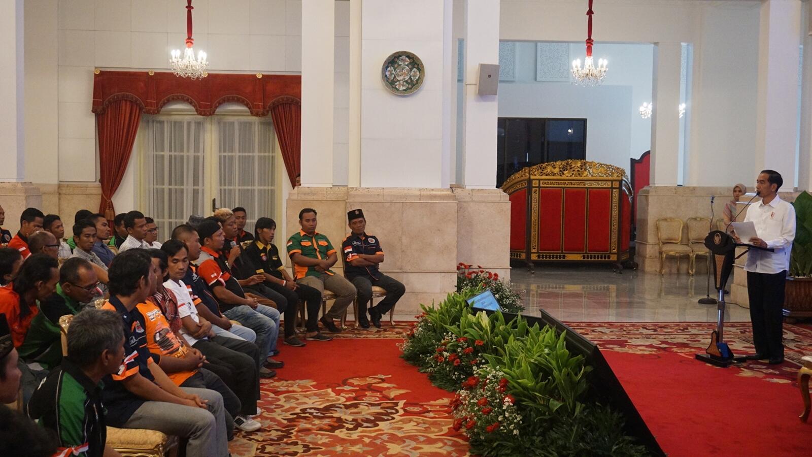 Jokowi Terima Sopir Truk se-Indonesia di Istana Negara