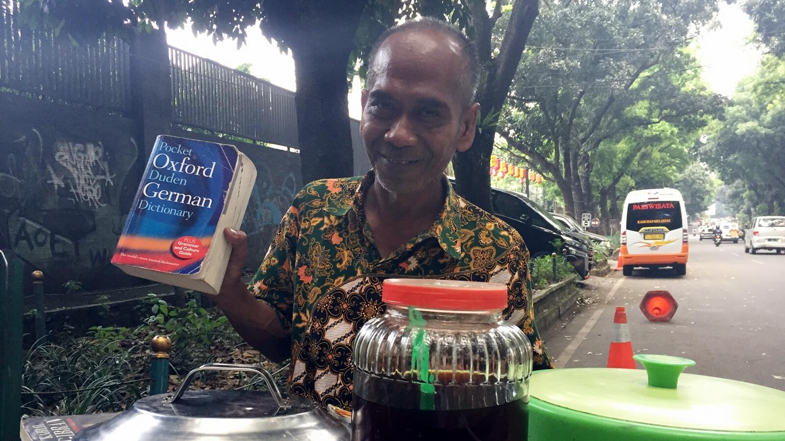 Mr. Nanang, Penjual Es Cincau yang Mahir Bahasa Inggris hingga Jerman