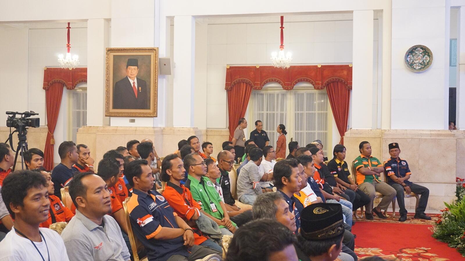 Sopir Truk Curhat ke Jokowi soal Pungli: Titik Rawan hingga Cap Khusus