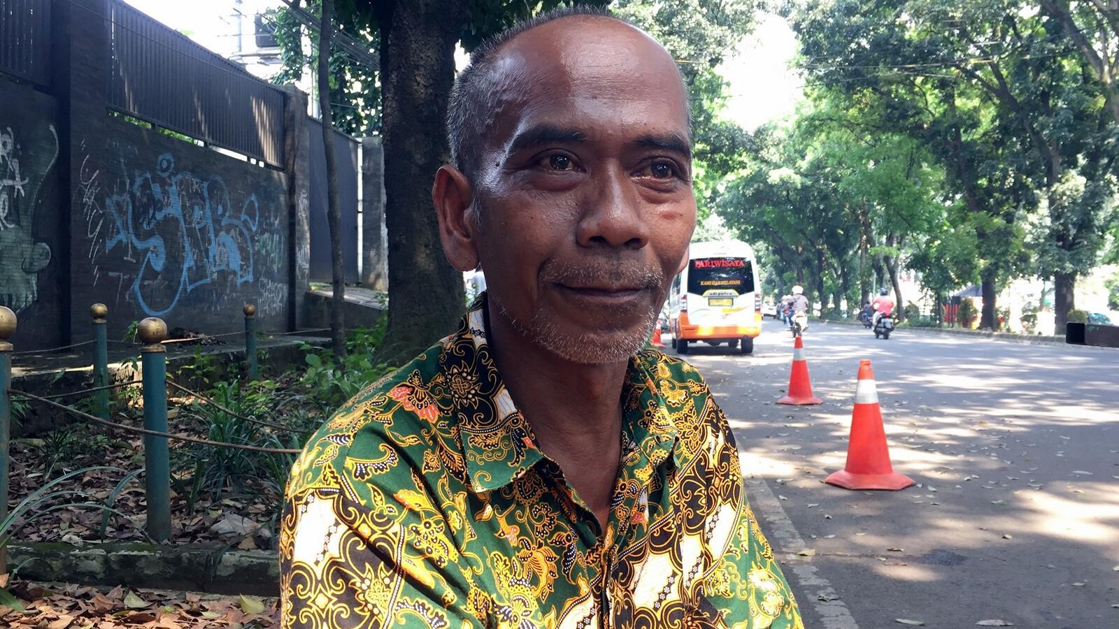 Mr. Nanang Mahir Bahasa Asing karena Turis Bule di Indonesia