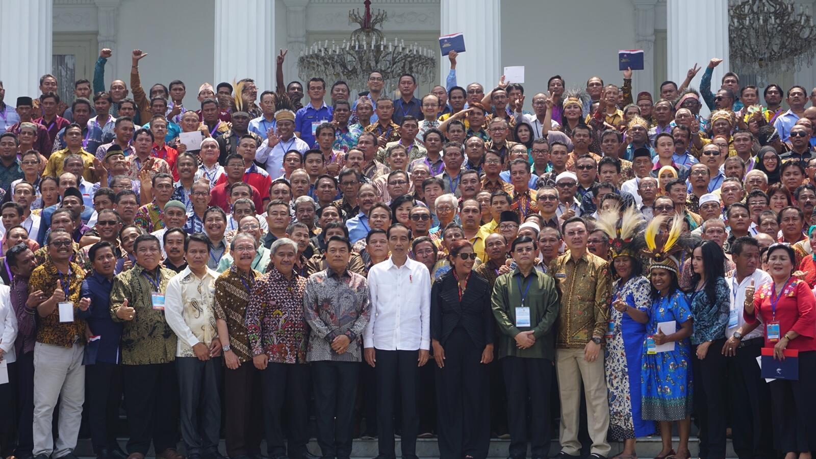 Jokowi Ajak Nelayan Se-Nusantara Foto a la Kabinet Kerja