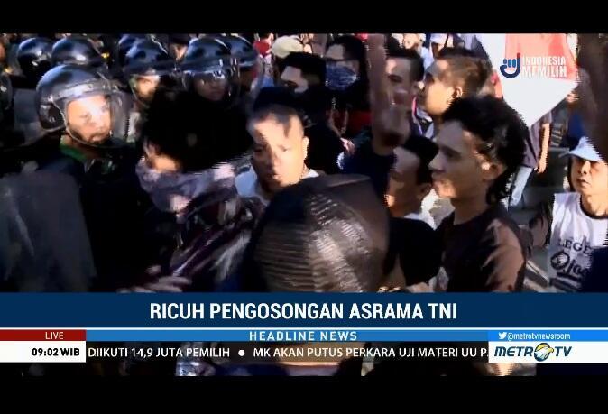 Blokir Jalan Warga Kostrad Ricuh, Warga Terluka