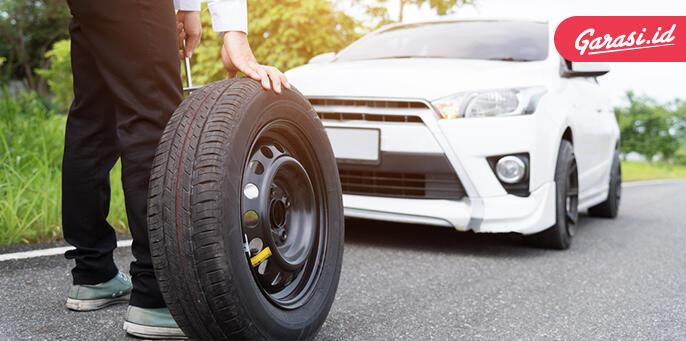 Begini Cara Gampang Mengganti Ban Mobil Yang Benar