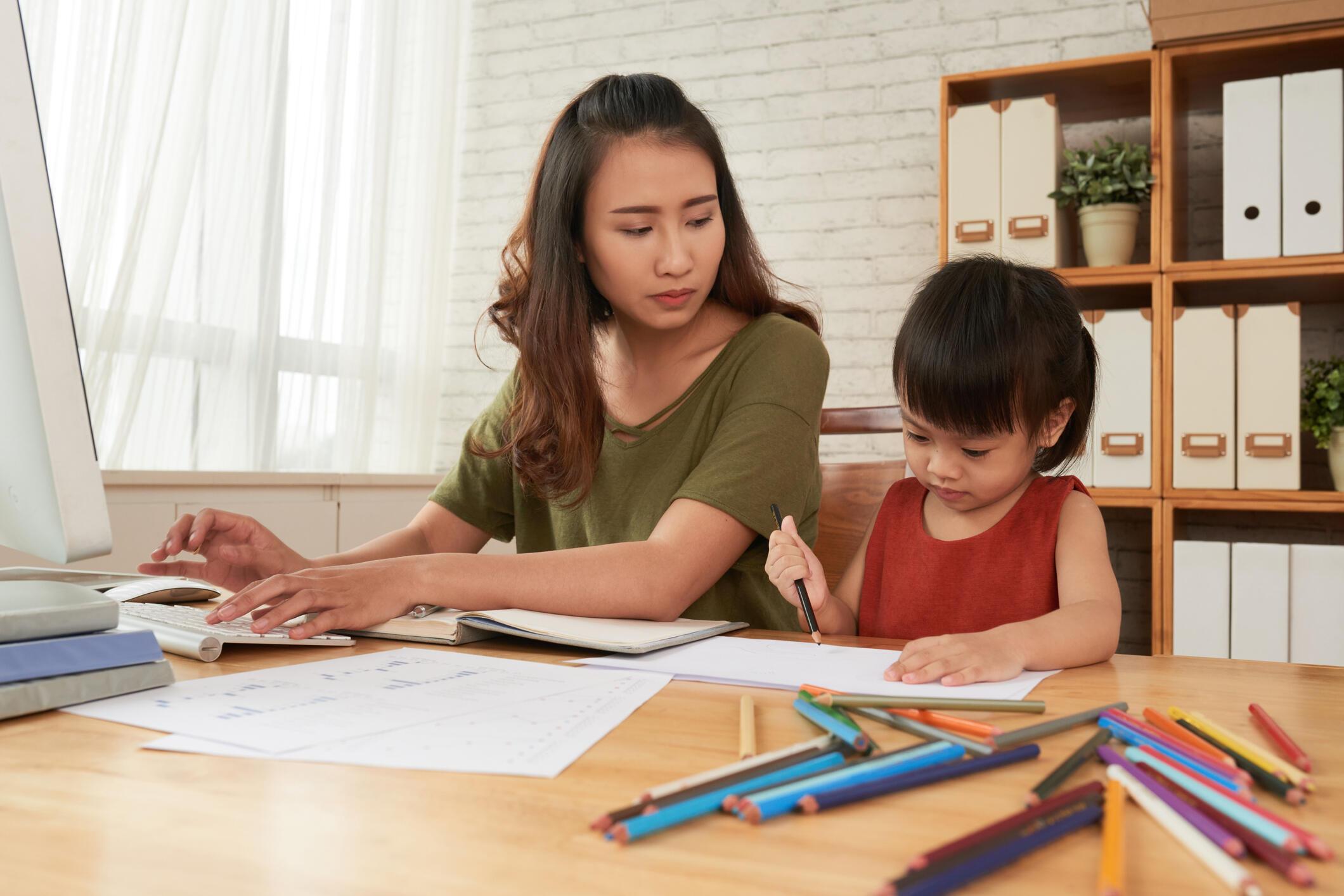 6 Cara Seimbangkan Karier dan Keluarga untuk Ibu Bekerja