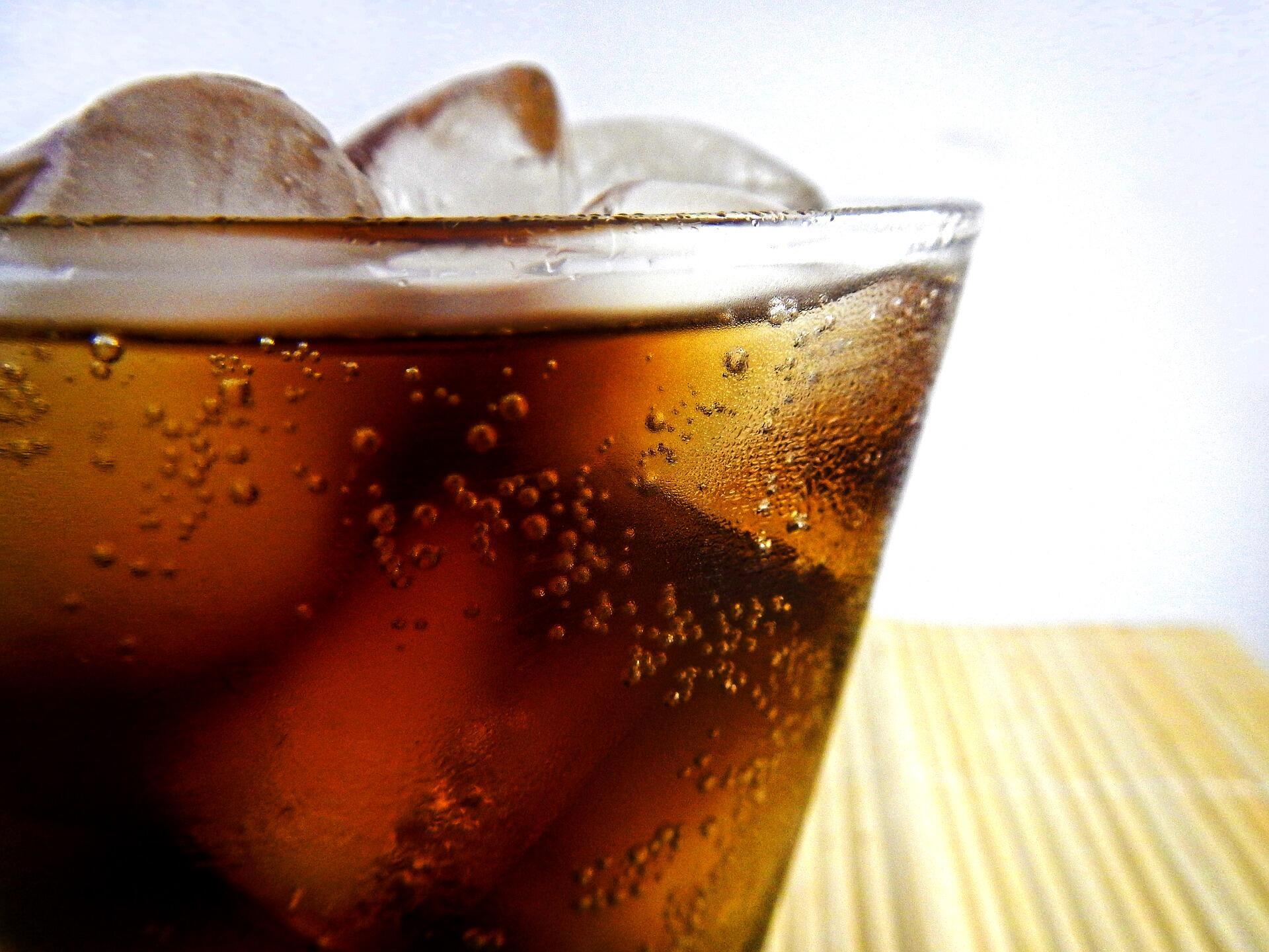 Risiko di Balik Nikmatnya Minum Soda Terlalu Sering