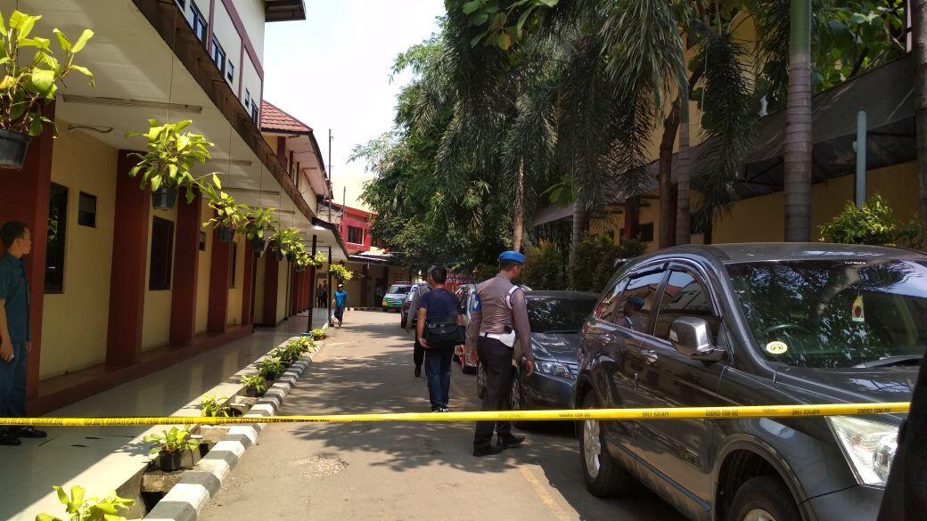 Polisi Masih Negosiasi untuk Bebaskan Satu Anggota Brimob Yang Disandera