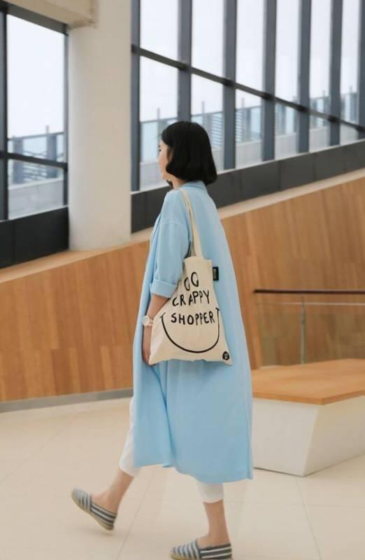 Kesayangan Kaum Hawa, Tote Bag Bisa Diandalkan untuk Penampilan Simpel nan Cetar