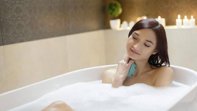 7 Kebiasaan Mandi Yang Bisa Merugikan Kesehatan