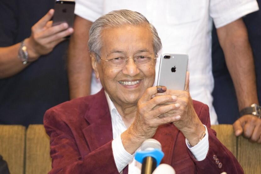 Ini Kata Luhut Soal Malaysia Tinjau Ulang Kerja Sama Cina
