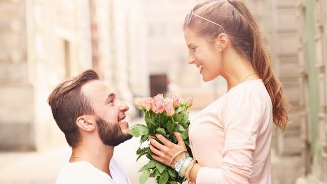 5 Hal yang Harus Kamu Tahu Sebelum Pacarin Teman Sendiri