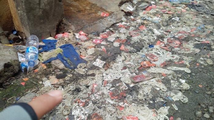Misteri Kondom Bekas Berserakan di Gedung Kosong Tempat Mangkal Waria
