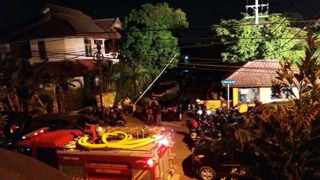Polisi Gerebek Rumah Terduga Pelaku Bom Surabaya