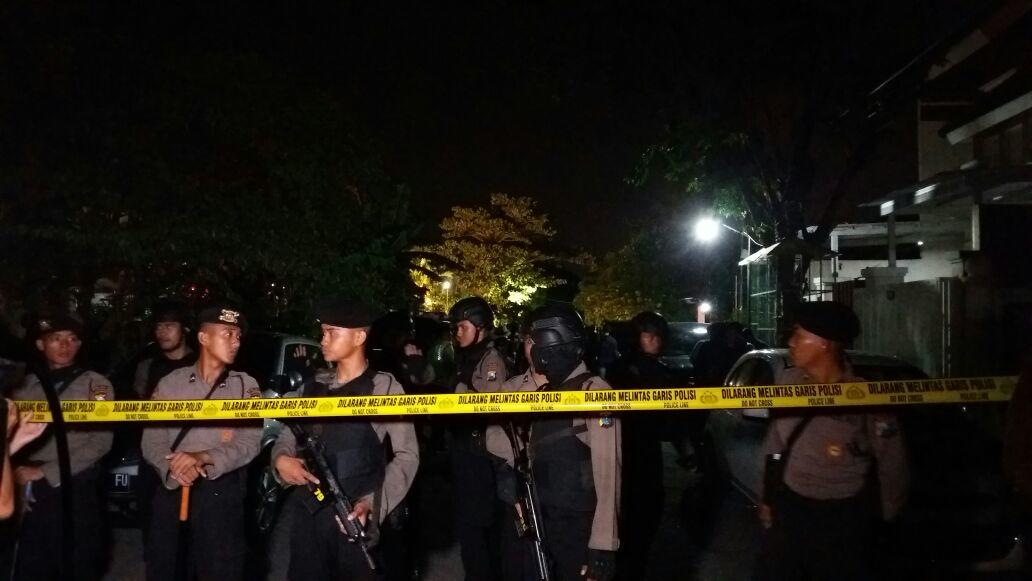 Pelaku Bom Surabaya Sempat Salat Subuh Berjamaah dengan Warga