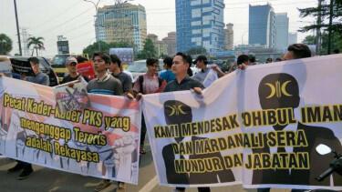 Usai Rangkaian Teror Bom, Markas PKS Digeruduk Massa