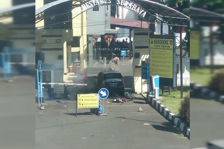 Situasi Terkini Polrestabes Surabaya Usai Bom Kendaraan