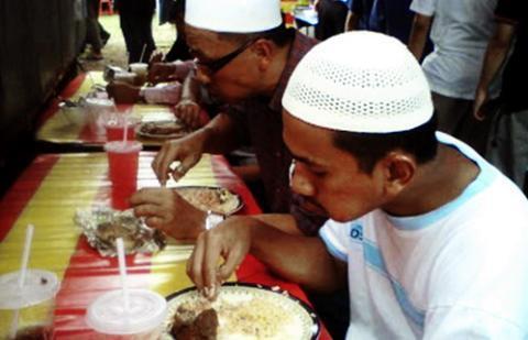 7 Kebiasaan Orang Indonesia Tapi Di Anggap Aneh Oleh Orang Luar