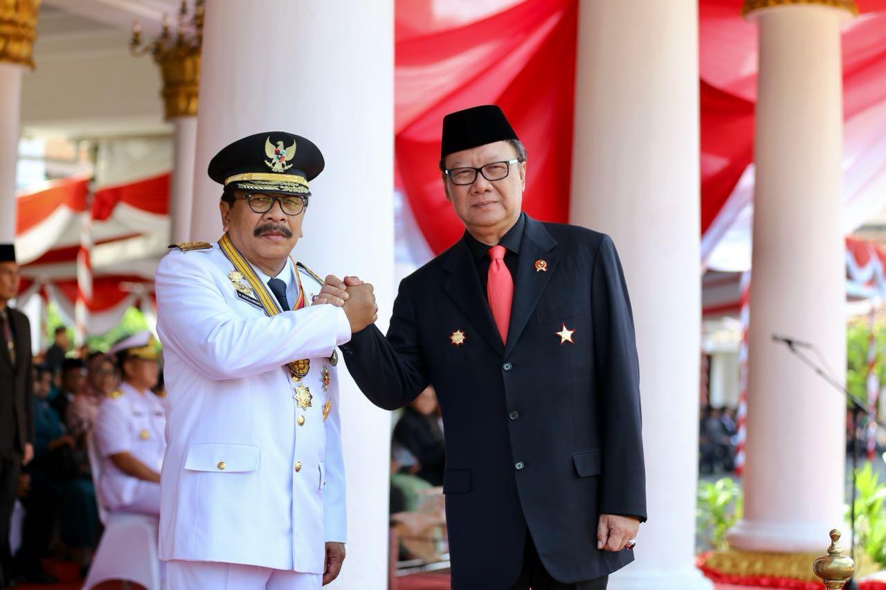Mendagri Apresiasi Kepimpinan Pakde Karwo Selama Memimpin Jawa Timur
