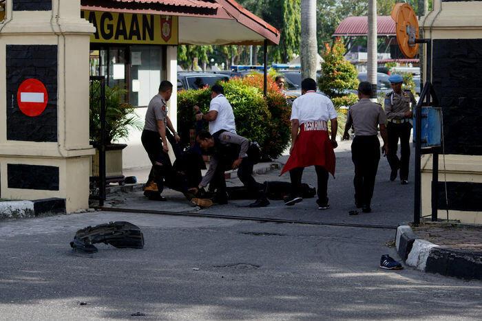 Serangan kelompok radikal di Mapolda Riau