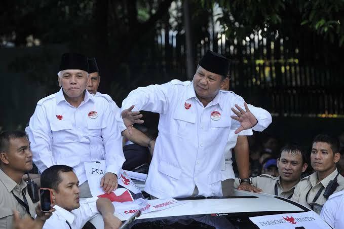 Gerindra: Prabowo Pakai Baju Apa Saja Lebih Keren Dibanding Jokowi