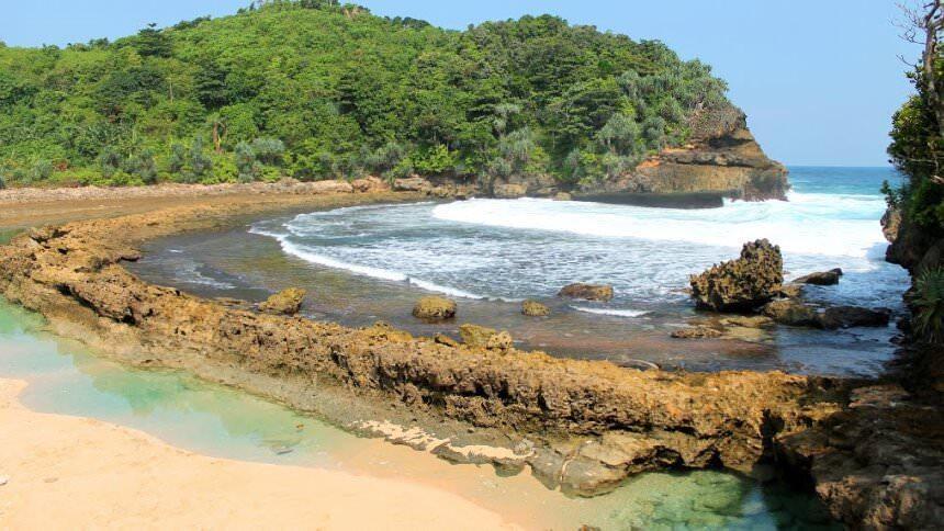 4 Pantai Di Malang Yang Mudah Dijangkau