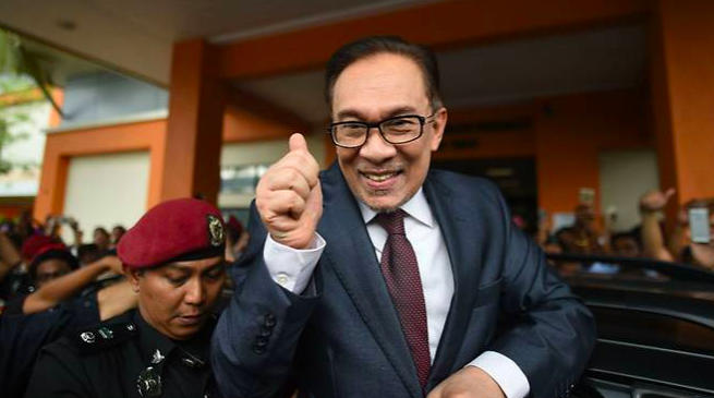 Akhirnya Anwar Ibrahim Resmi Dibebaskan dari Penjara