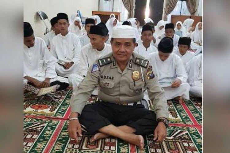 Ipda Auzar, Guru Mengaji dan Muazin yang Gugur Dibunuh Teroris Riau