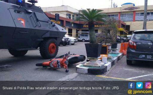 Kenapa Teroris di Riau Pakai Pedang, di Surabaya dengan Bom?