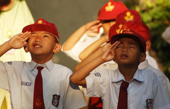 Gawat, Upacara Bendera Sekolah di Batam Tak Hormat Bendera