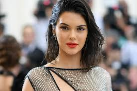 Akibat Kendall Jenner Operasi Puting Payudara Jadi Tren