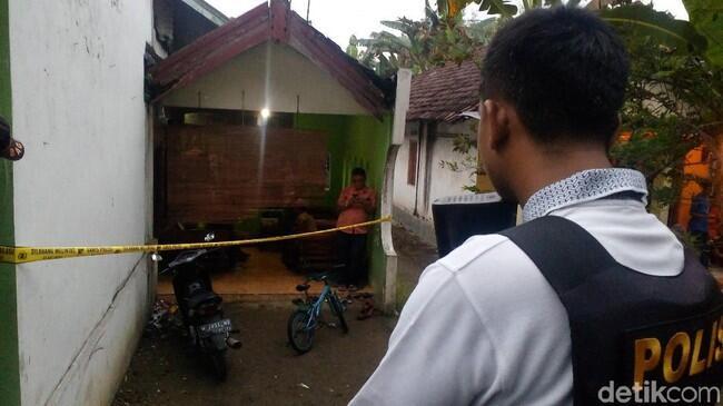 2 Terduga Teroris yang Ditangkap di Mojokerto Bapak dan Anak