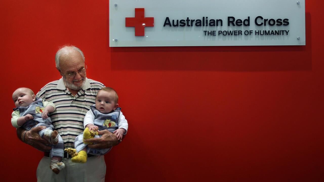 "James Harrison Pensiun, Pria Dengan ""lengan emas"", Yang Menyelamatkan 2,4 Juta Bayi"