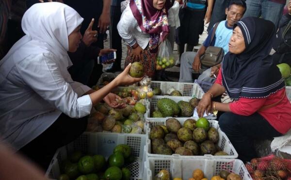 Khofifah Ingin Wujudkan Posko Keamanan dan Kesehatan untuk Pedagang Pasar