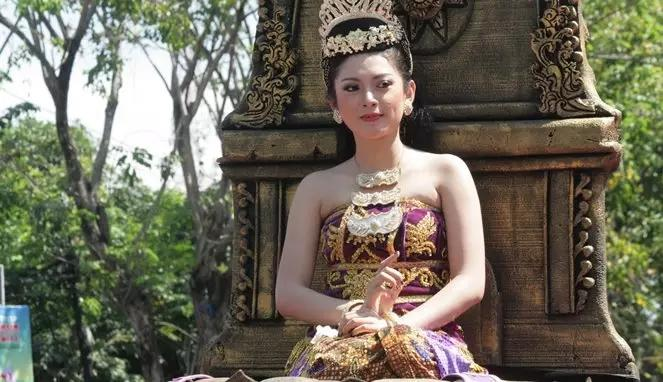 Tanpa Operasi Plastik, Inilah Rahasia Cantik Ala Permaisuri Cantik Dari Jawa