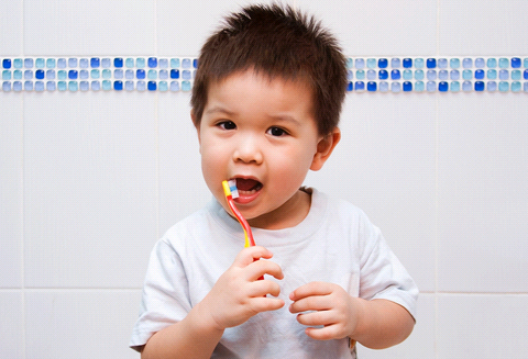 Lindungi Gigi Anak Sejak Bayi