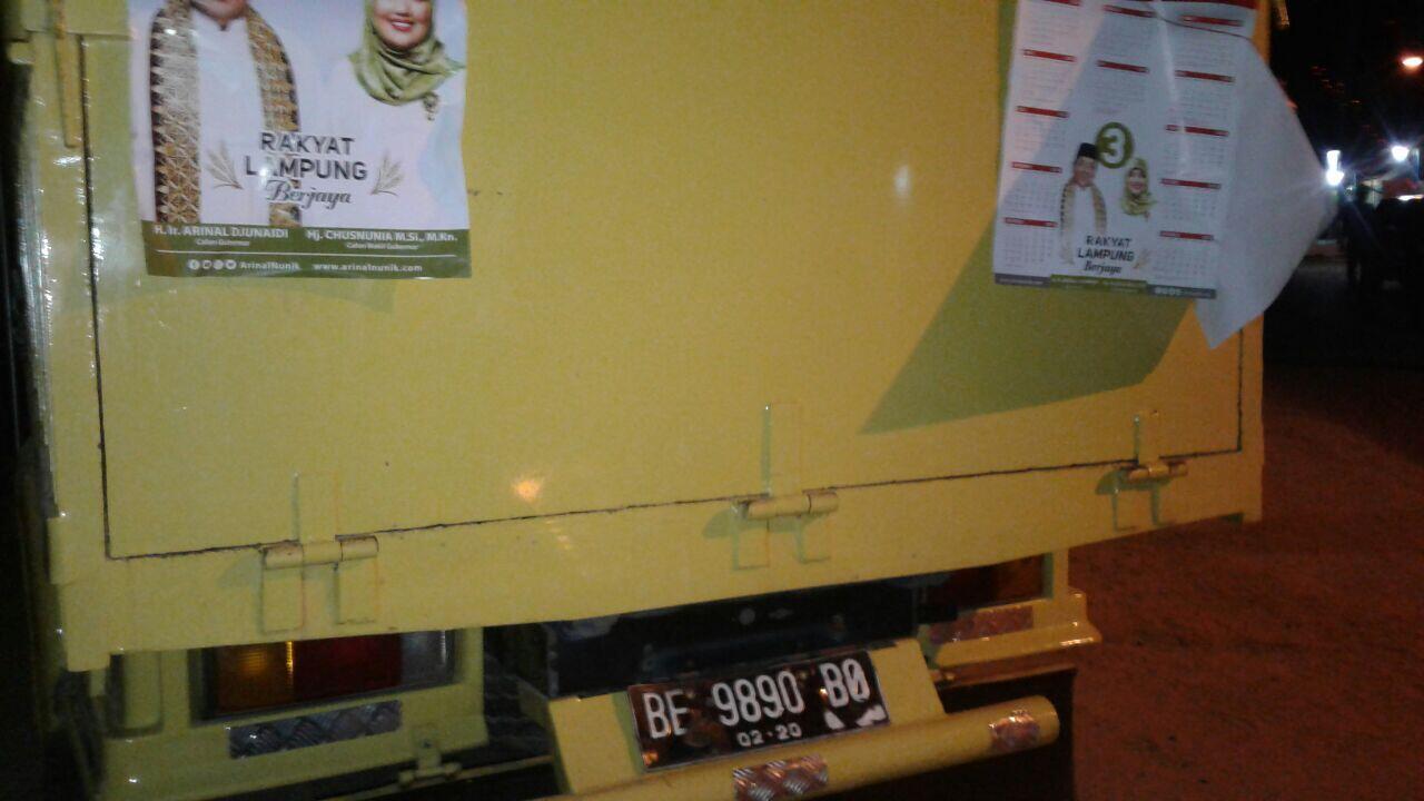Politik Truk Logistik Sarung Diamankan Warga Lampung