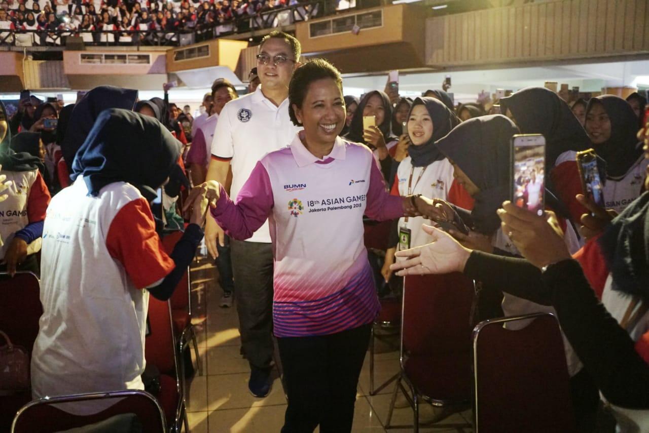 Kepada 1.000 Agen Mekaar, Menteri Rini: Anak Muda harus Bangkit dan Berdaya