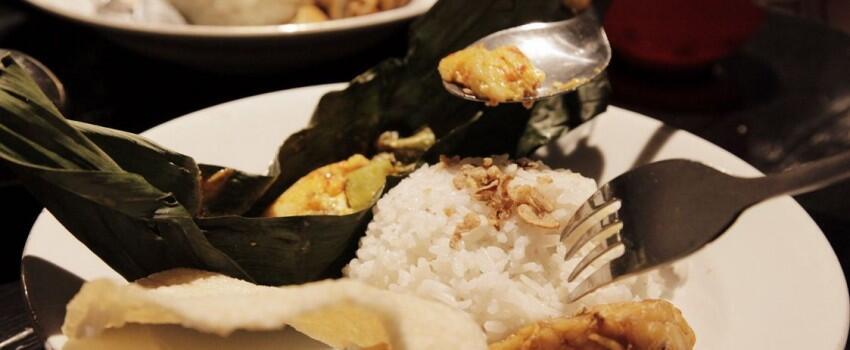 13 Potret Buro Bars & Garden, Serunya Nongkrong di Kebun Fancy