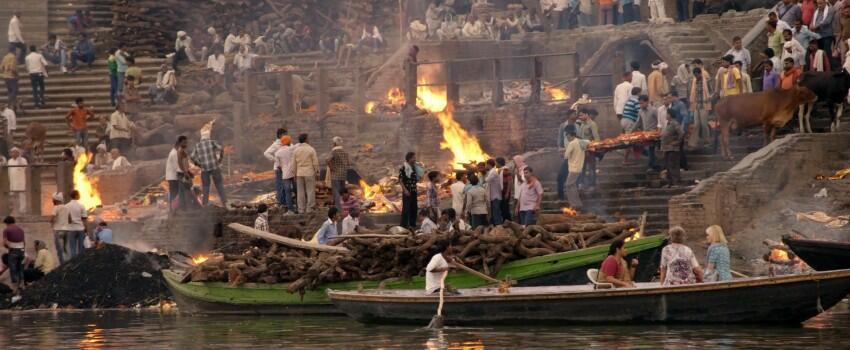 Unik, 5 Kegiatan yang Cuma Bisa Ditemui di Kawasan Sungai Gangga India