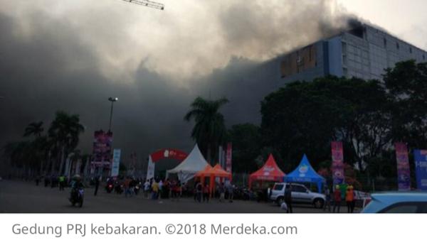 Gedung di PRJ Kemayoran terbakar, ada korban terjebak