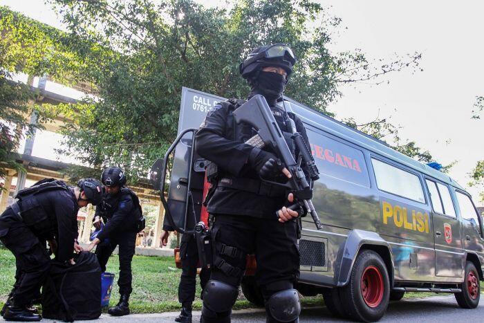 Tak ada larangan polisi masuk kampus, apalagi saat darurat