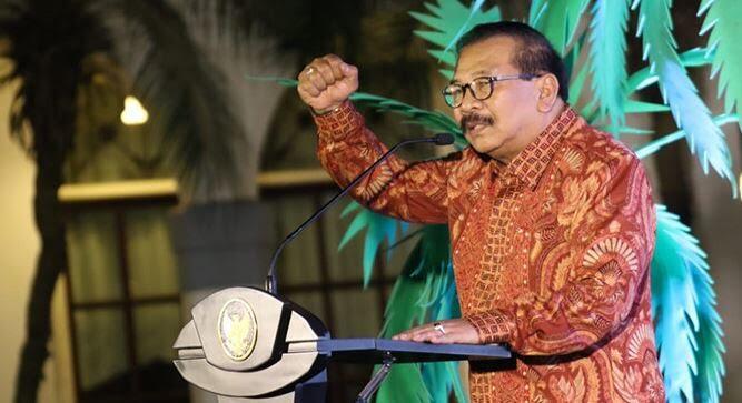 Cibiran Gubernur Jatim untuk Kelakuan Sandiaga Uno, Gak Punya Etika