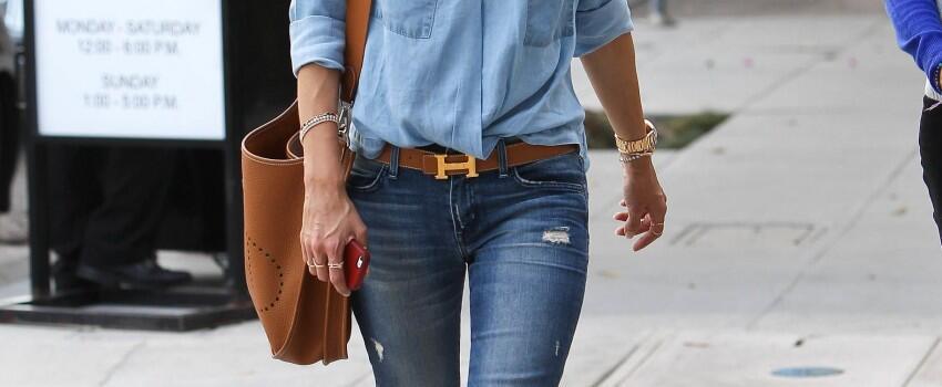 10 Gaya Inspirasi dengan Jeans ala Supermodel Alessandra Ambrosio, Kece!