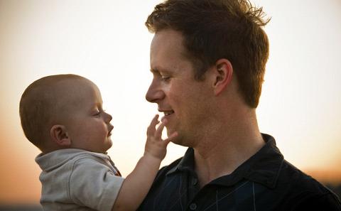 Hal Mengejutkan Saat Menjadi Seorang Ayah Untuk Pertama Kali