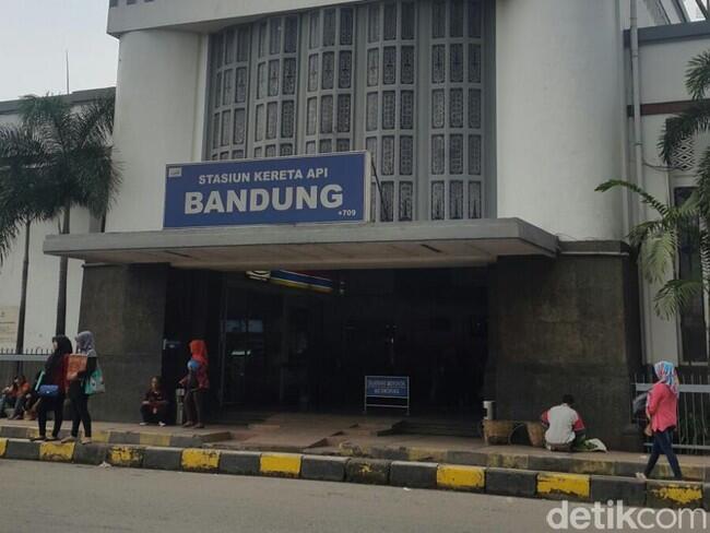 Antisipasi Teror, Stasiun di Bandung Dijaga Ketat Aparat dan Anjing