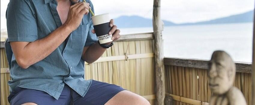 8 Tips Gaya Kemeja Hamish Daud, Gak Harus Selalu Formal Kok