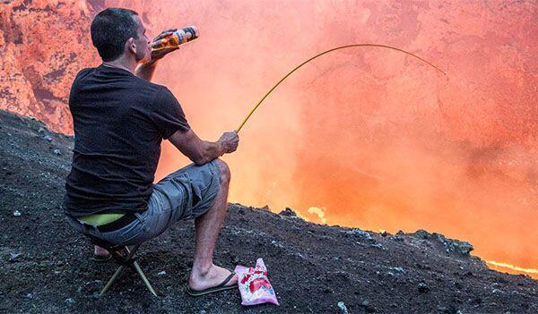 Jangan Ditiru! Ini Bahaya Memanggang Marshmallow Pakai Lava Gunung Berapi