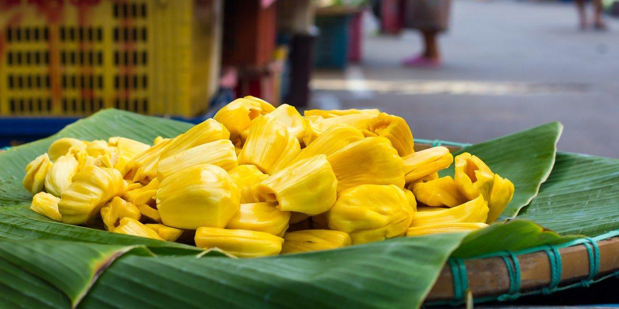 Enak Sih, tapi 10 Makanan Ini Jadi Pantangan Penderita Maag Saat Sahur