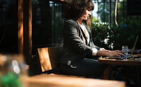 5 Cara Mengelola Emosi di Tempat Kerja Saat Kamu Sedang PMS