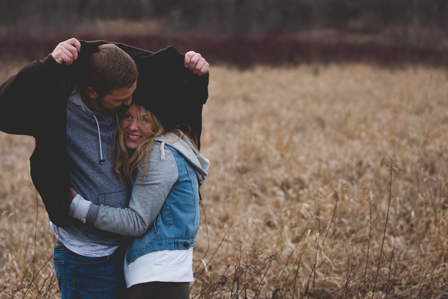 6 Alasan Cowok Gak Suka Kamu Sering Mengeluhkan Penampilan